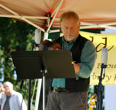 Rick Spencer entertains at Old Home Day