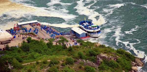 Passengers loading onto the Canadian Maid of the Mist boat